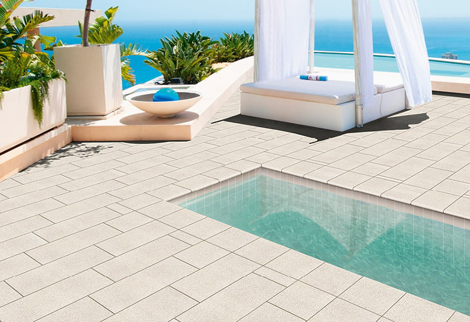 POOL PORC. CLOUD 10x10<br>ROCKS WHITE 30x30 · PELDAÑO CURVO