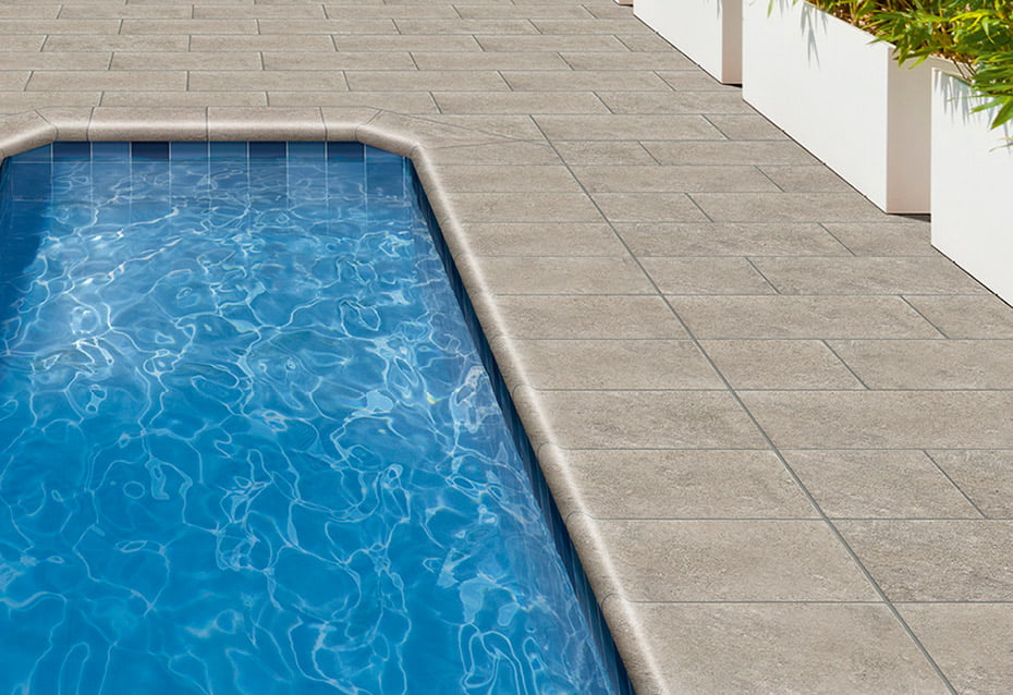 POOL PORC. INDIGO 10x10<br>ROCKS GREY 30x30 · BORDE PISCINA · ESQ. INT. BORDE PISCINA