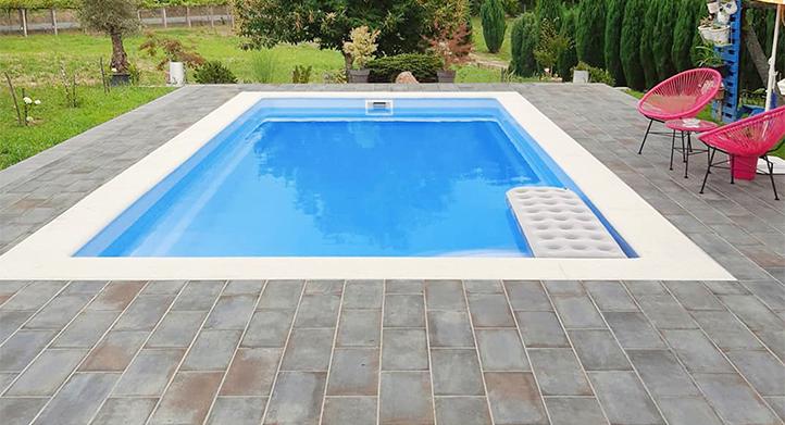 CONTINUAR LEYENDO SOBRE Residencial D Anticatto Azurro swimming pool